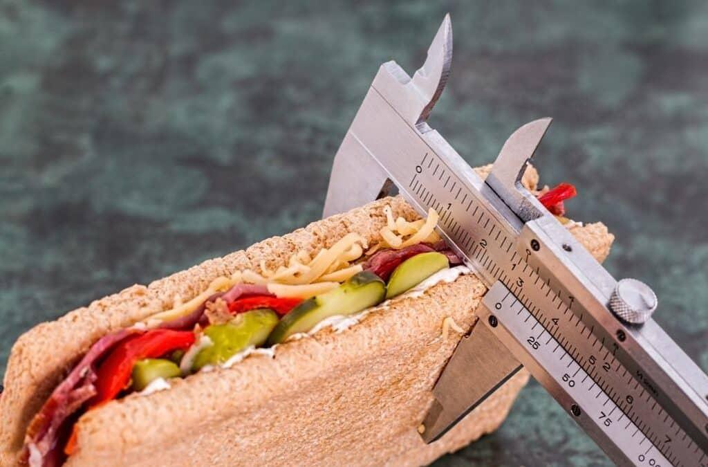 Сколько нужно калорий в день, и нужно ли их считать на кето диете?